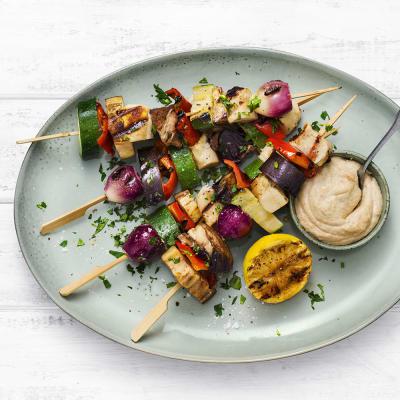 Bild på Grönsaksspett med saganaki och cashewnötsdipp