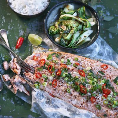Bild på Ugnsbakad laxsida med hoisin, sesamfrön och pak choi
