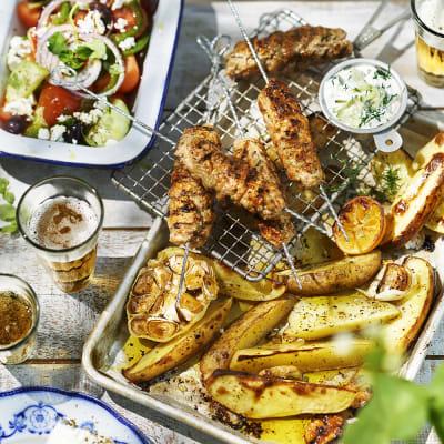 Bild på Kycklingfärsspett med grekisk sallad
