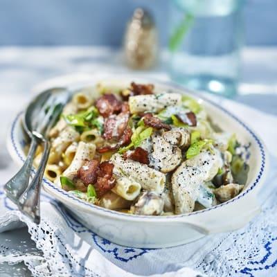 Bild på Ädelostpasta med kycling och bacon