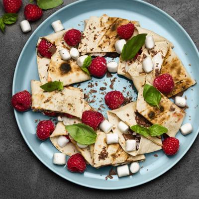 Bild på Tortillarulle med marshmallows, hallon och choklad