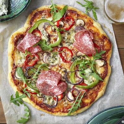 pizza med salami