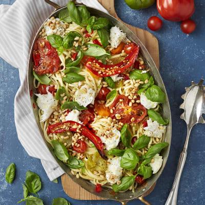 Bild på Linguine med ugnsrostade tomater och mozzarella