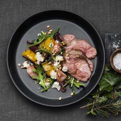 Bild på Lammrostbiff med betor, chèvre och pinjenötter