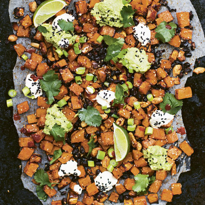 Bild på Tacoplåt med sötpotatis, bönor och cashewnötter