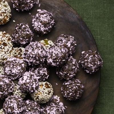 Bild på Rawfoodbollar med blåbär och kardemumma