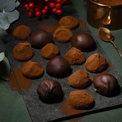 Bild på Lotta Lundgren - Apelsinchokladtryfflar på biskvibotten
