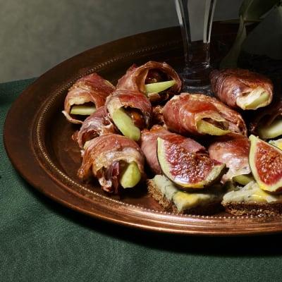 Bild på Lotta Lundgren - Parmasvepta dadlar med äpple och salvia