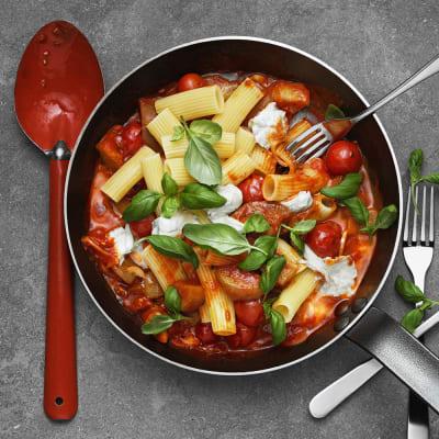 Bild på Lotta Lundgren - Mozzarellapasta med aubergine