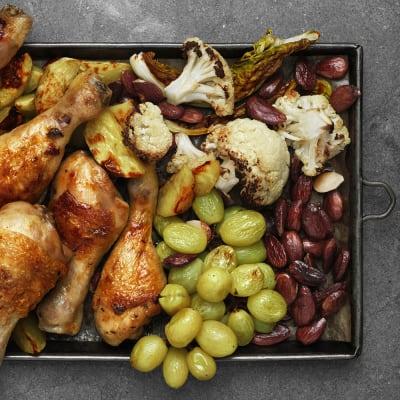 Bild på Lotta Lundgren - Kyckling med blomkål och brända druvor