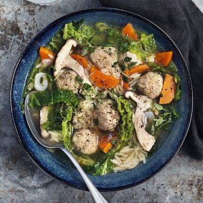 Bild på Buljongprimörsoppa med kycklingfrikadeller