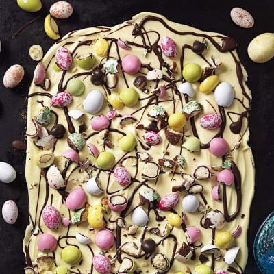 Bild på Chokladbräck med påskgodis