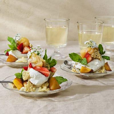 Bild på Stekta nektariner med färskost, lemon curd och drömmar