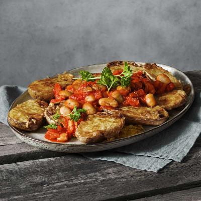 Bild på Ostgratinerad potatis med varm bönsalsa