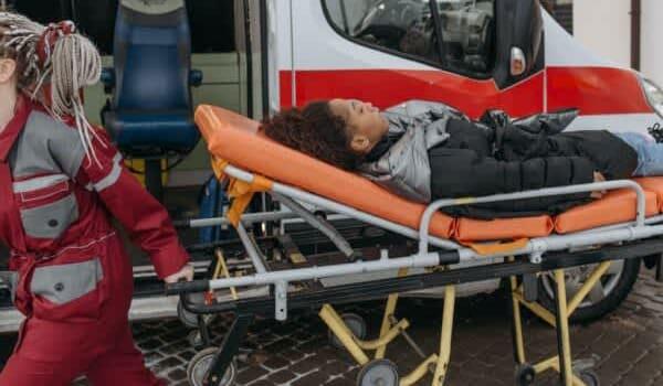 Paramedic Salary Canada 2021 (Top 10 cities)