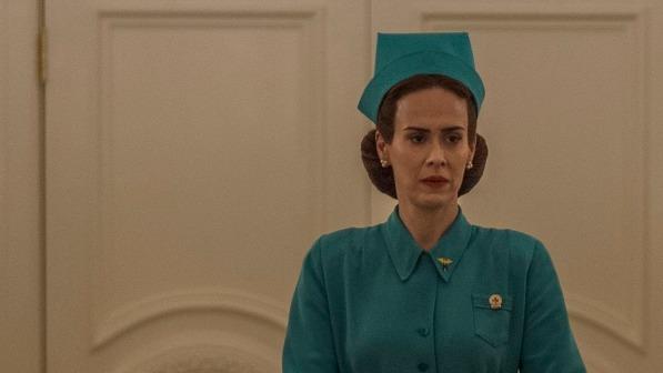 "Sarah Paulson als garstige Krankenschwester Ratched in Ryan Murphys Netflix-Serie ""Ratched"". | Spiele.de"