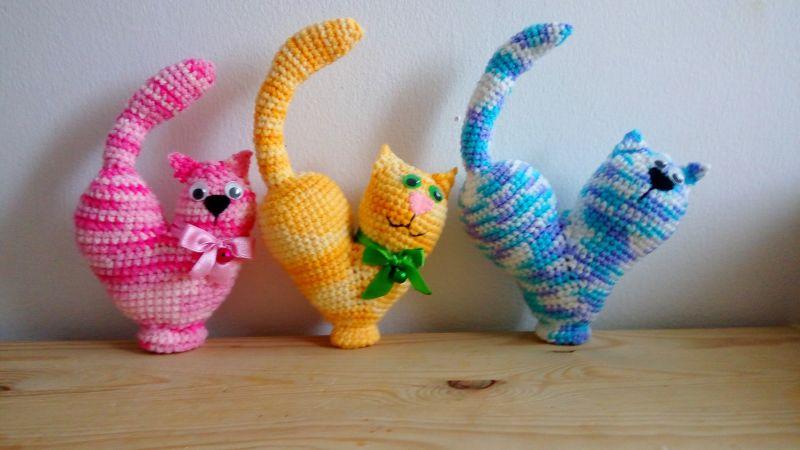 Crotchet heart cats
