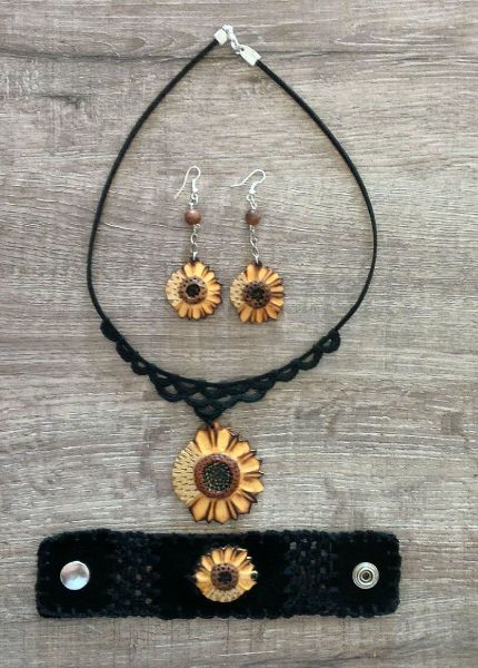 Wooden sunflower jewelry set