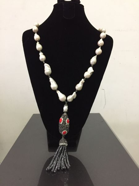 Go to Baroque pearl necklace with Tazzles