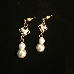 Go to Pearl earrings