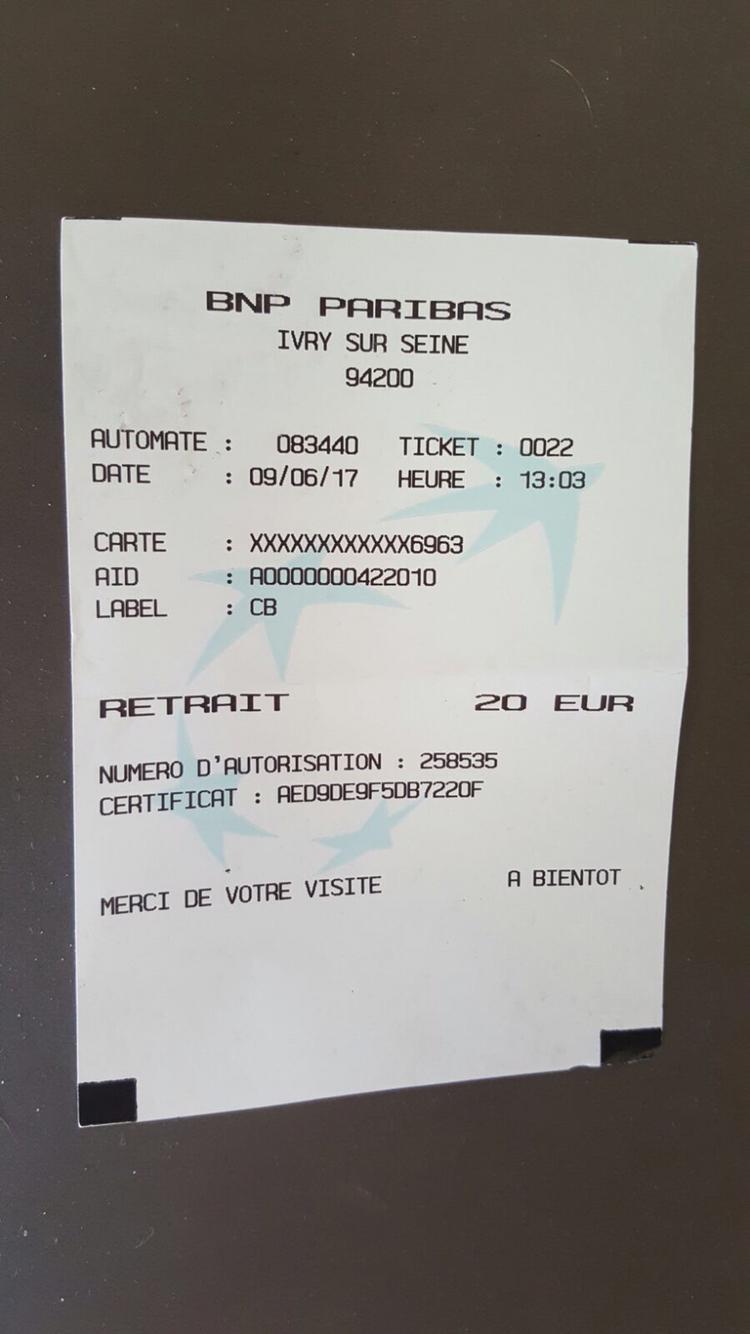 Agence BNP Classique Avec De Nombreux Distributeurs Devant Lagence Et A Linterieur La Borne Pour Deposer Les Cheques Est Tres Pratique