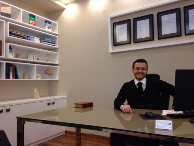 a photo of Dr Antonis Kerasnoudis
