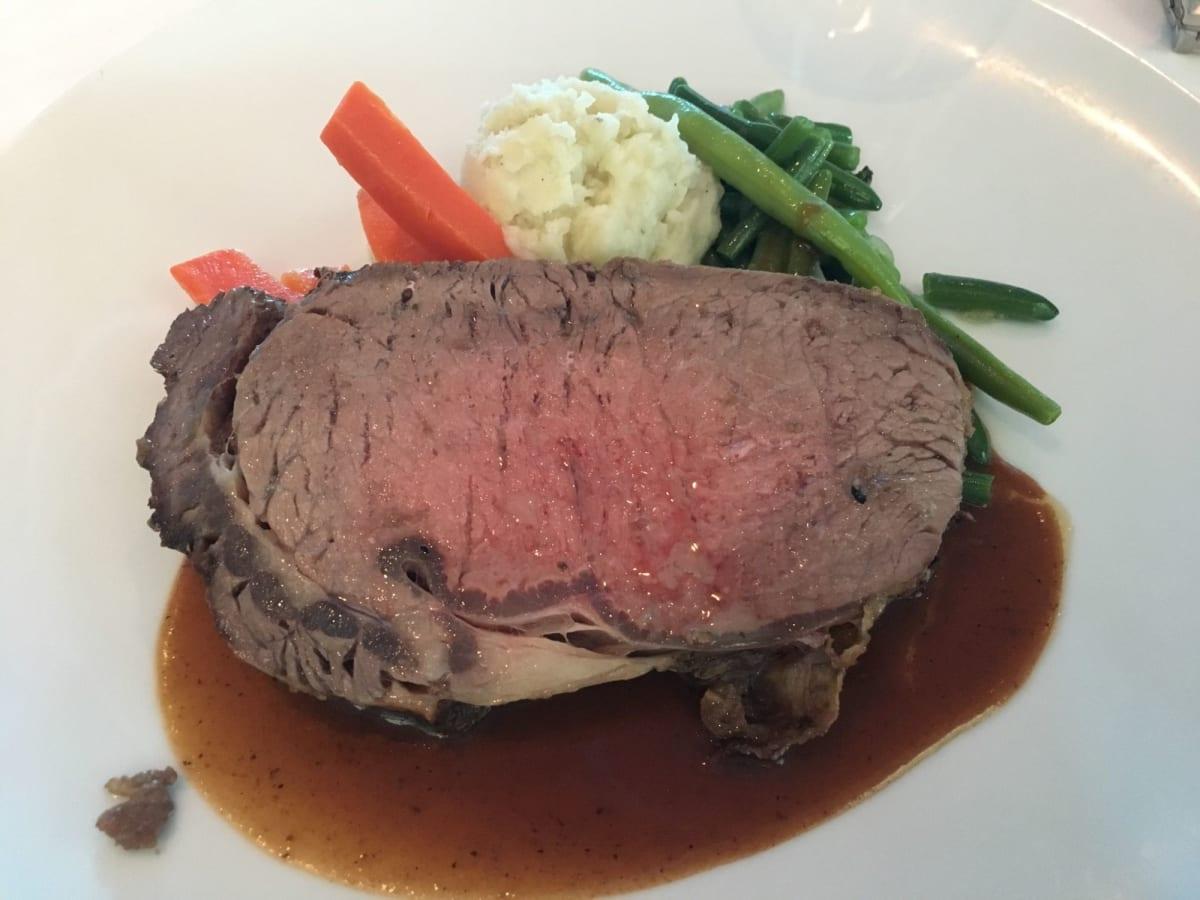 ステーキは美味しかったです。結構厚さがありボリュームたっぷりです。
