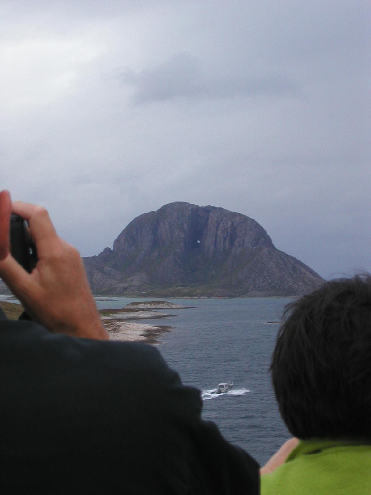 自然の穴が穿かれたトルガッテン山