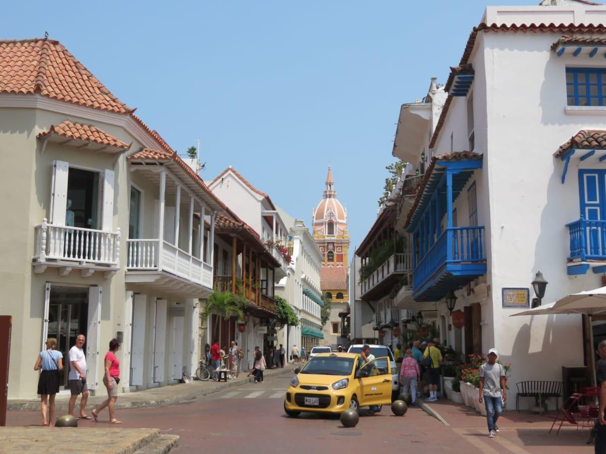 南アメリカにも上陸。コロンビア・カルタヘナのカラフルな街並み