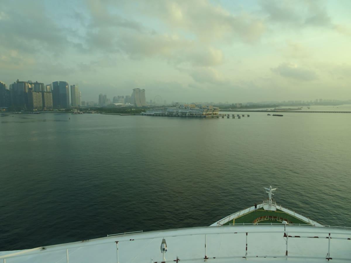部屋からのview(シンガポール入港直前)