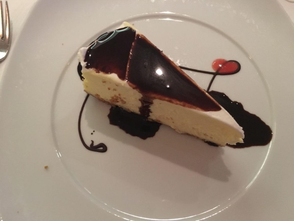 ケーキでは、ニューヨークチーズケーキがオススメです。濃厚でコクがありとても美味しかったです。