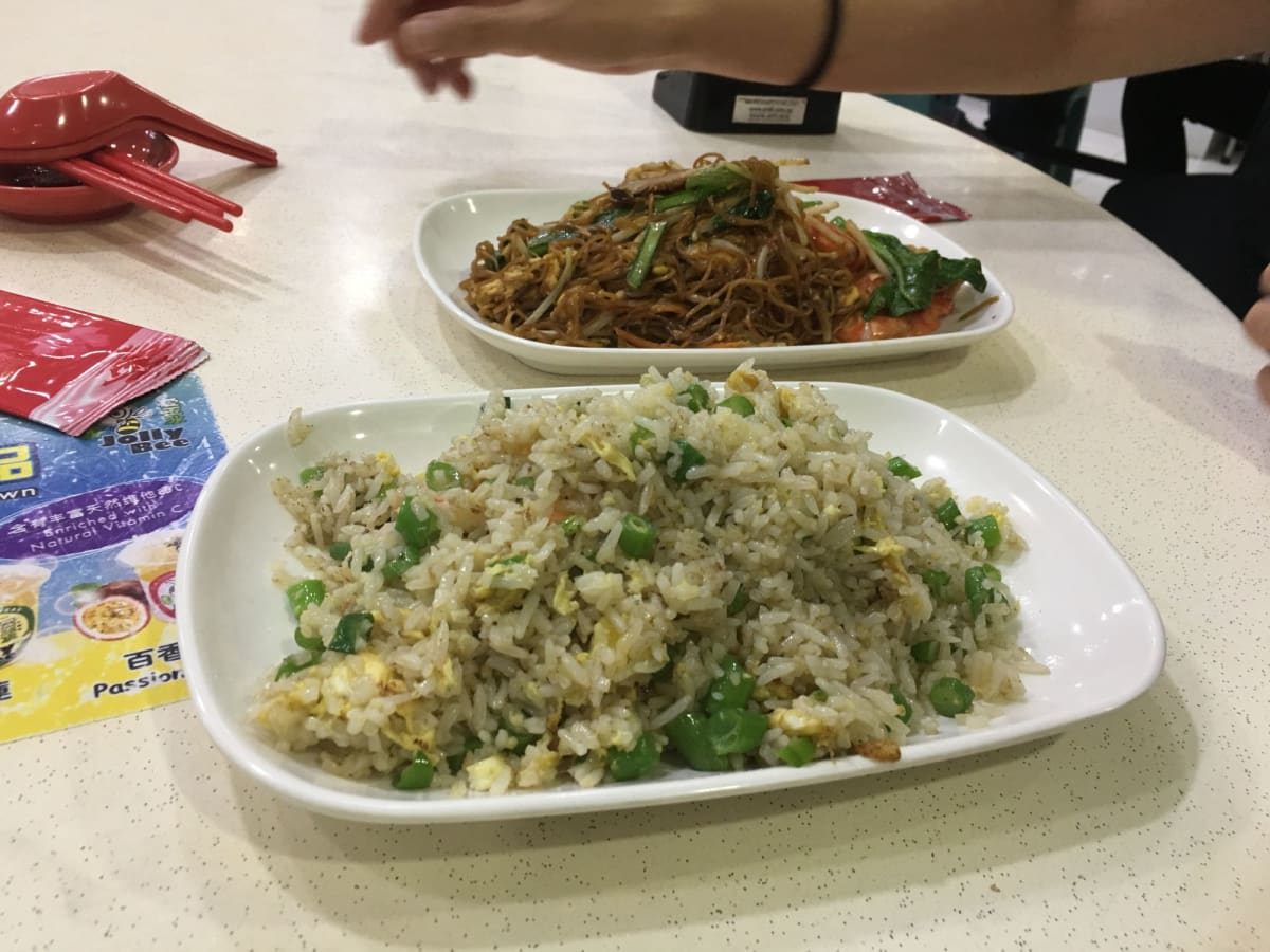 シンガポール到着初日の晩御飯。ローカルなホーカーにて