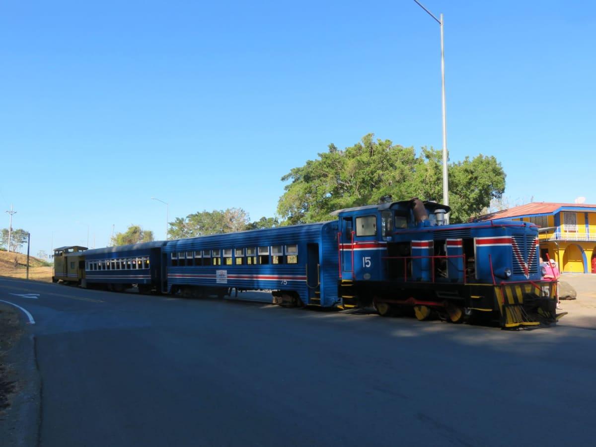 コスタリカの熱帯雨林を走る観光列車Pacific Railroad