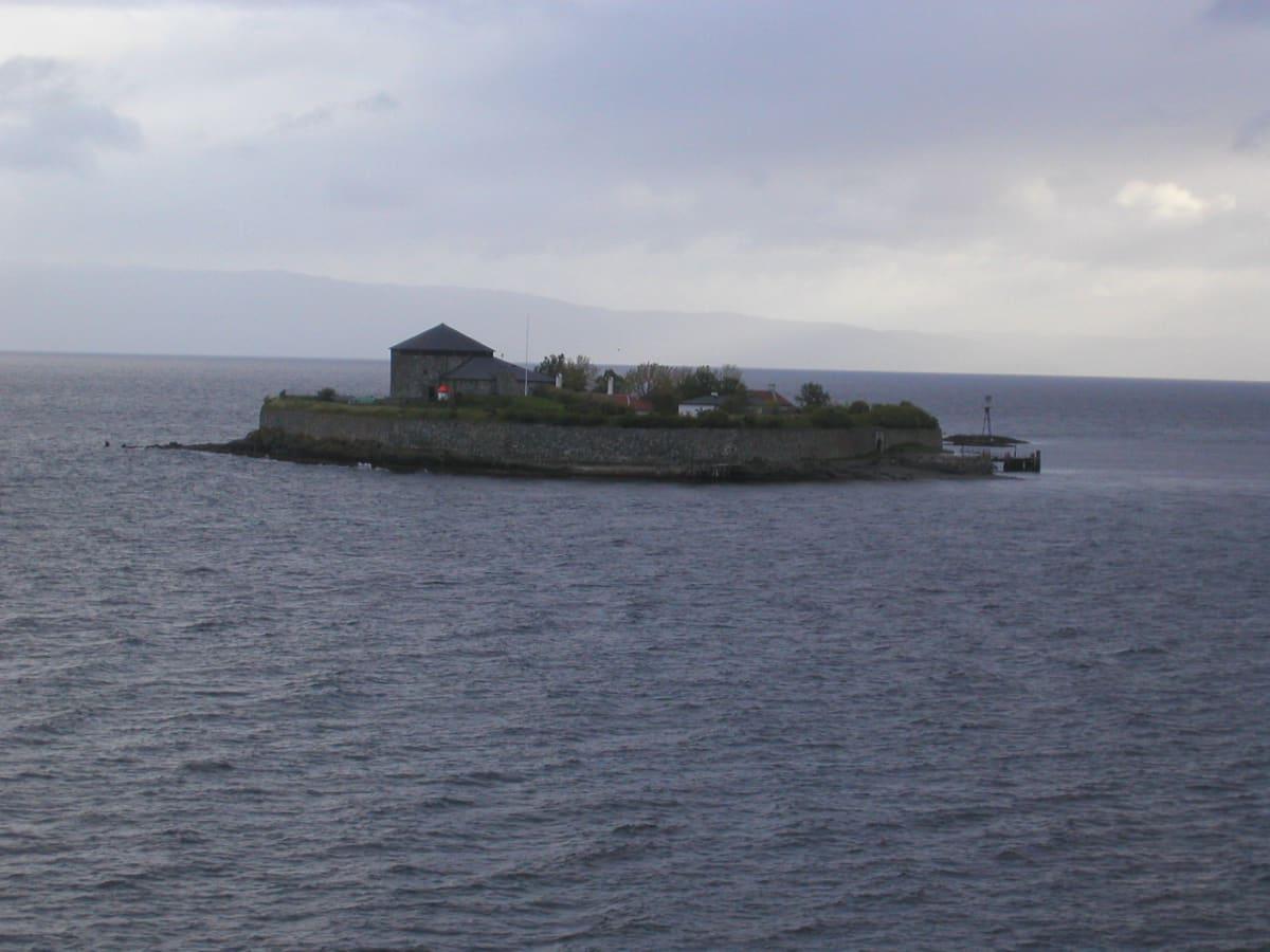 かって、要塞、牢獄、僧院などに使われたトロンハイムの小島 Munkholemenn