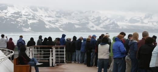 神秘的、ハバード氷河。HALのアラスカにおける既得権益