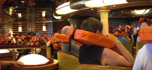 初めての避難訓練と出港