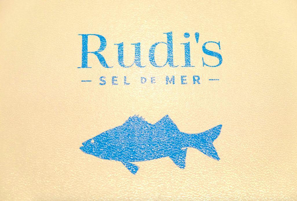 「Rudi's SEL DE MER」(セル・ドゥ・メール)のメニューの背表紙すらオシャレ♪