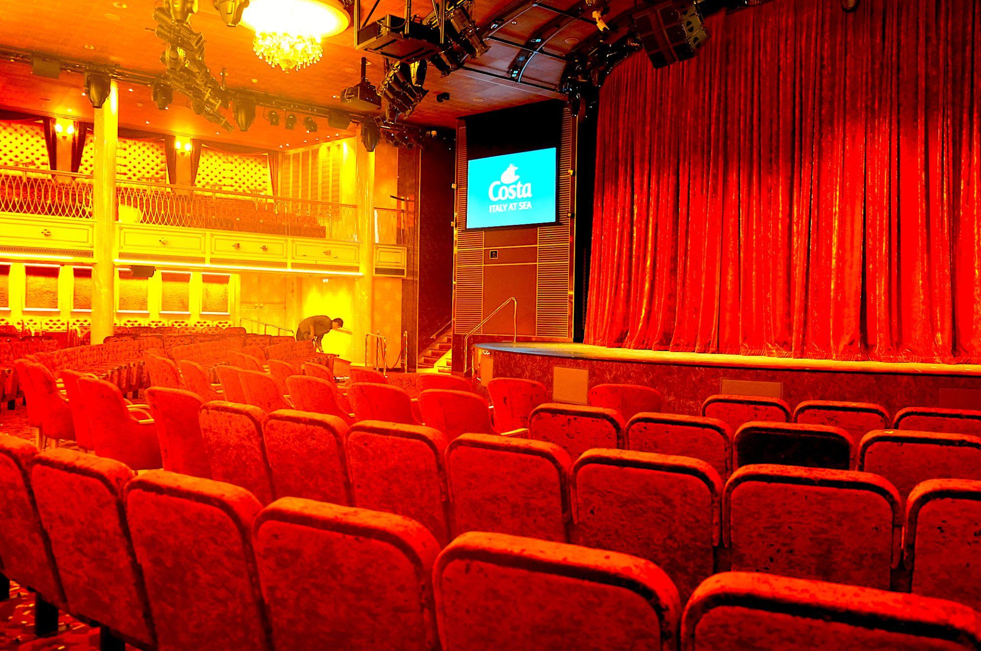 劇場王道な色合いです