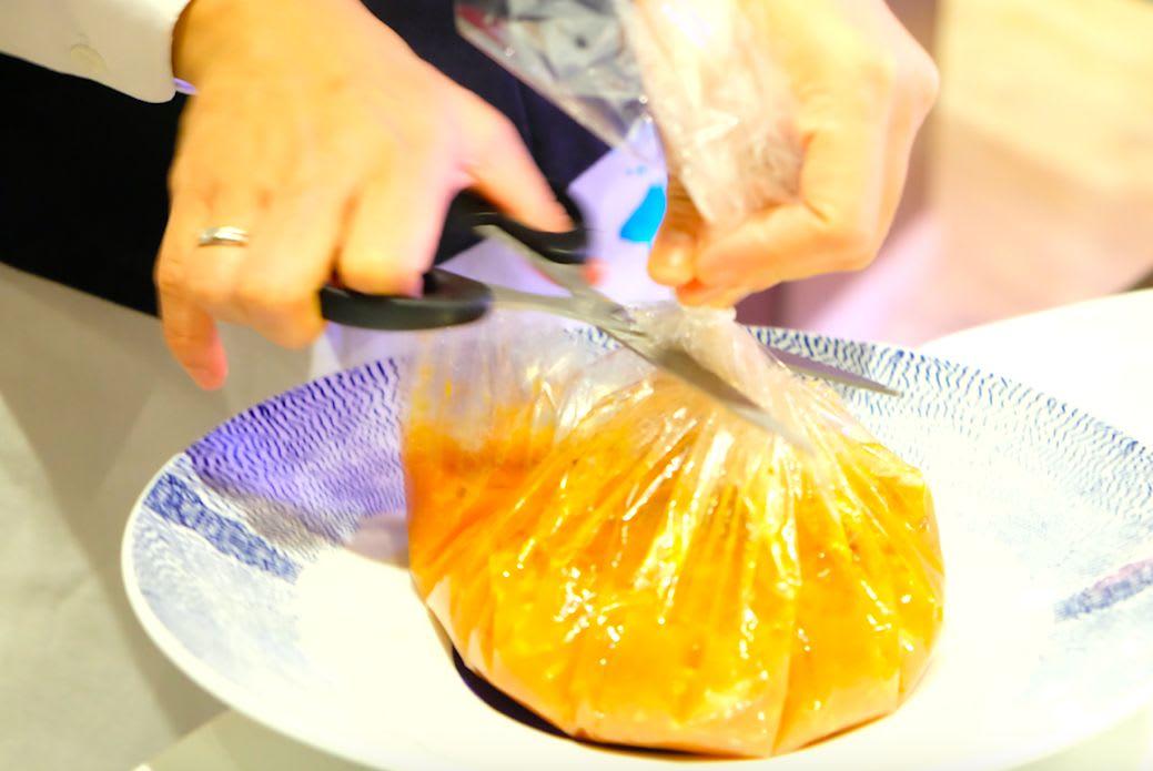 bouillabaisse marseillaise(ブイヤベースマルセイユ風)袋を切ってくれるんですね