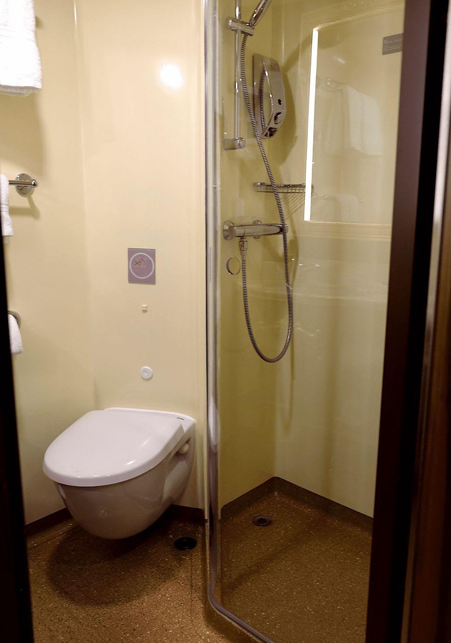 バスルームもコンパクト