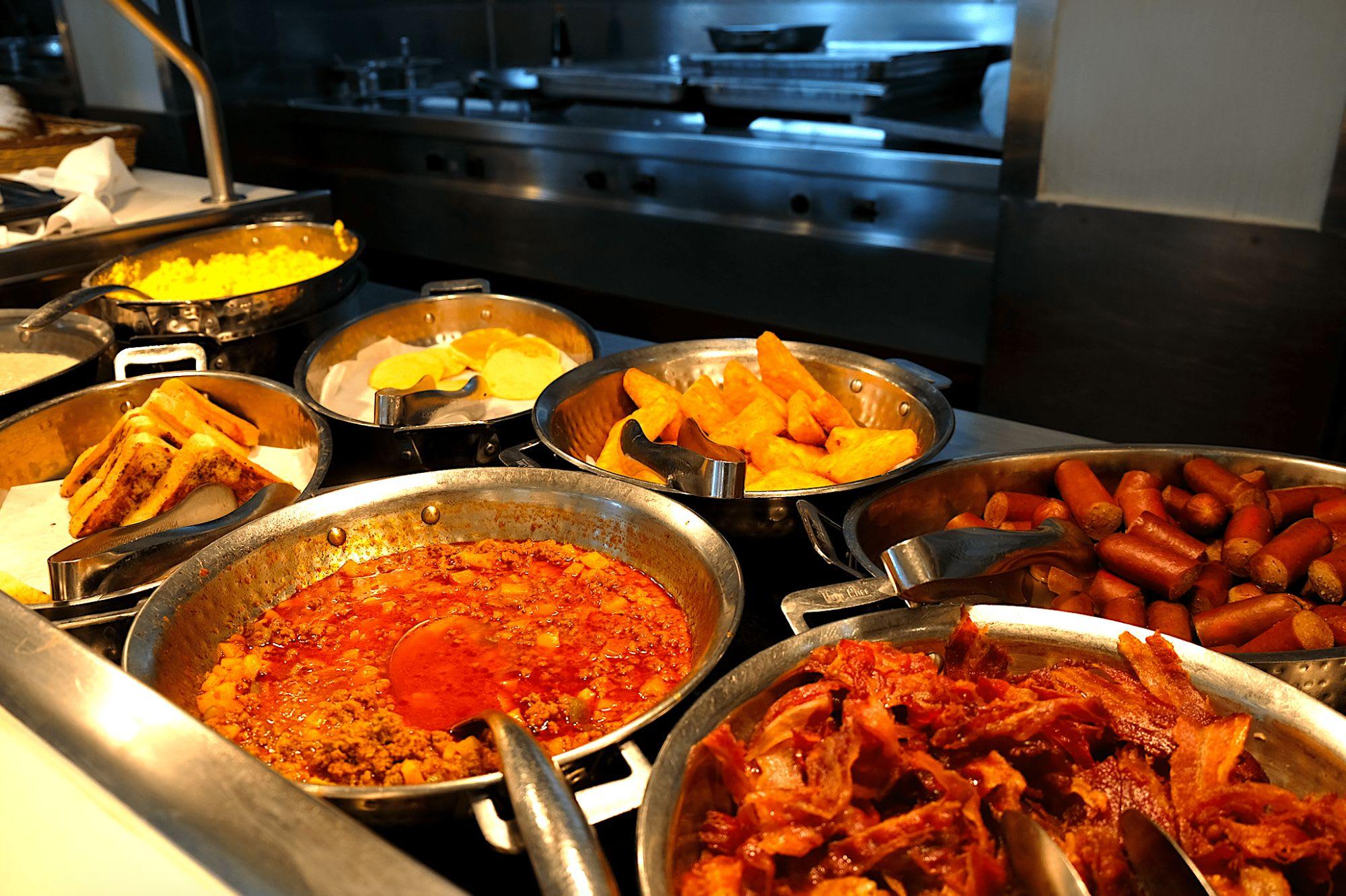 洋食や和食、アジアンなど様々