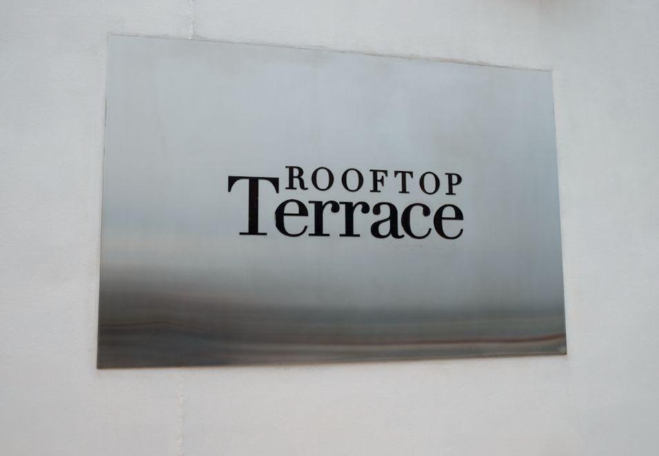 テラスの入口サイン