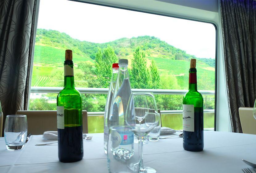 モーゼルワイン越しのワイン畑も撮ってみたくなります