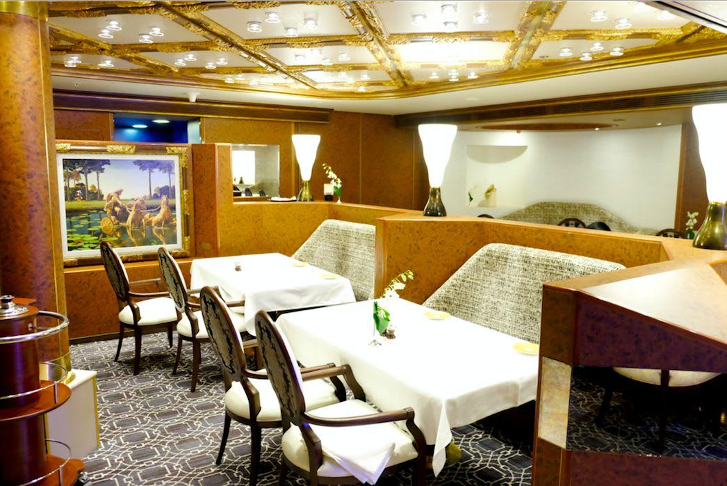 いつもは「ピナクル・グリル」(Pinnacle Grill)として営業しているレストラン。今日は「セル・ドゥ・メール」(Rudi's SEL DE MER)として営業です。ディナータイムに利用しました。