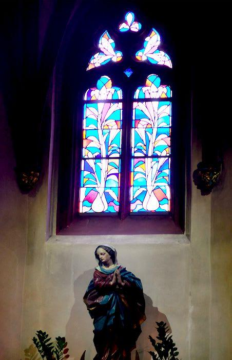 ステンドグラスが素晴らしい大聖堂もありました