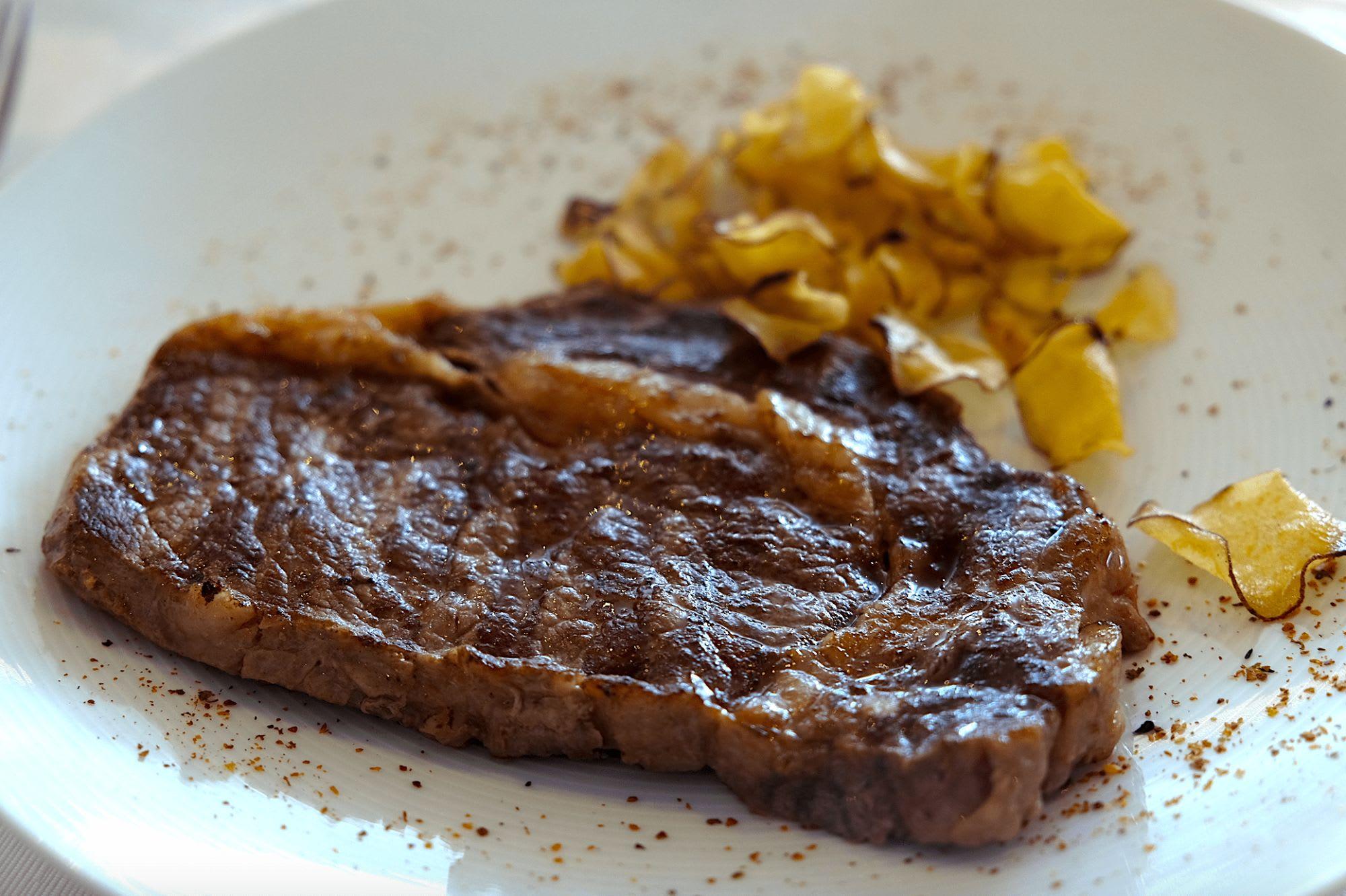 ステーキのソースも4種類。色々なソースで楽しみましょう。