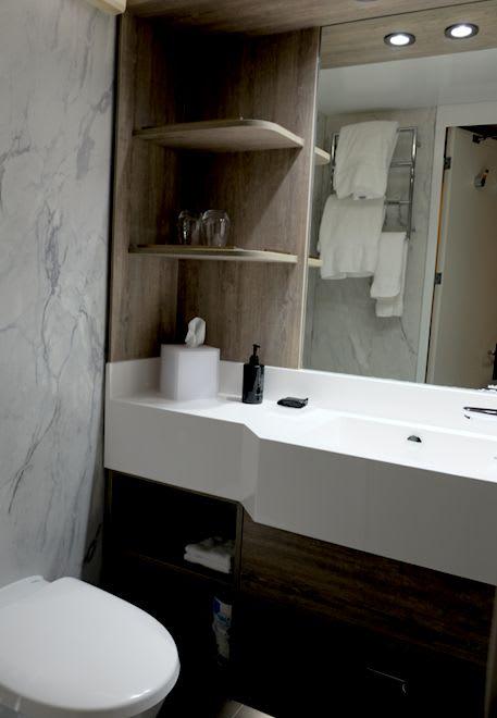 バスルームも落ち着いた雰囲気で高級感