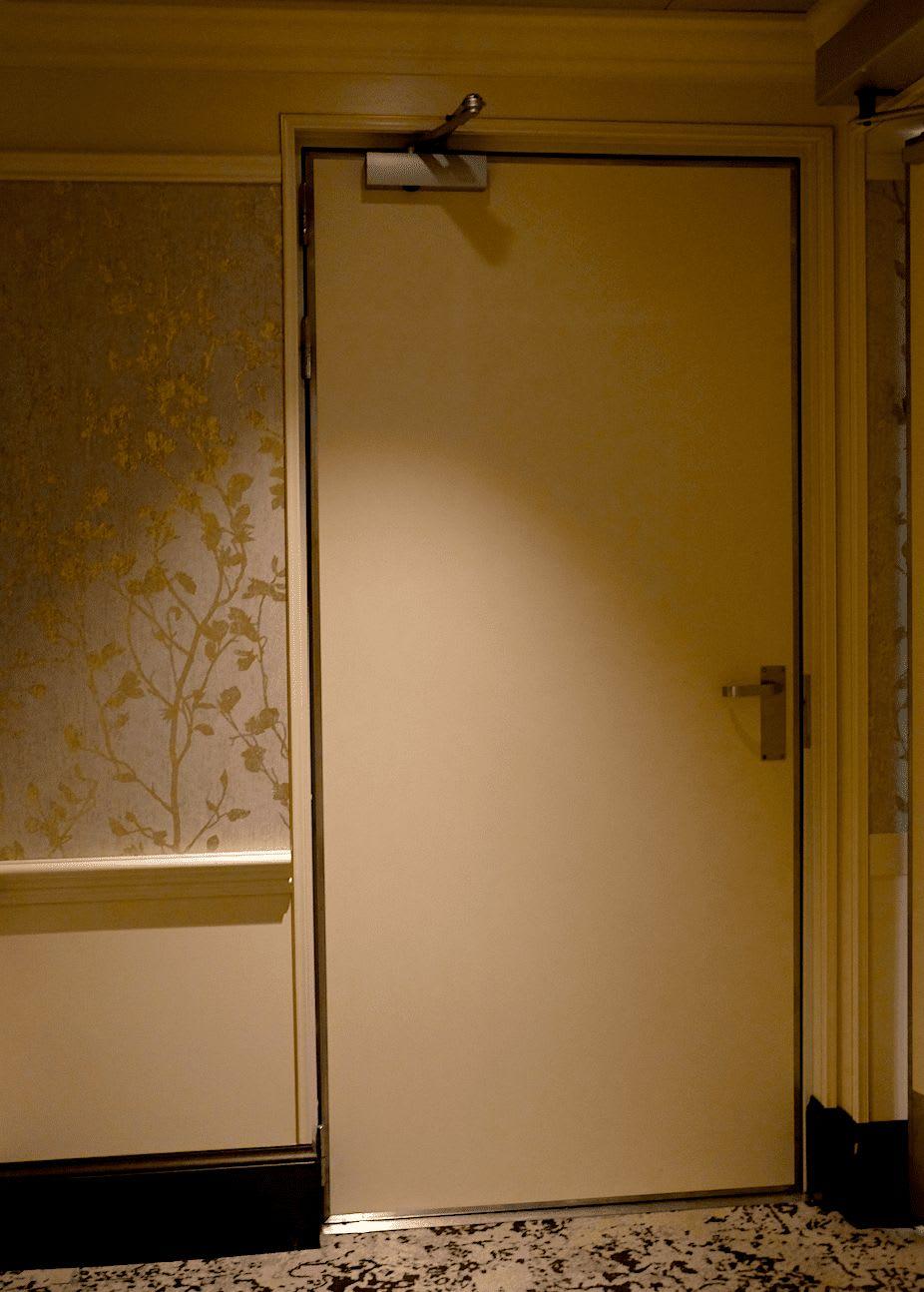 入り口の両側に備えられたこのドアの先は