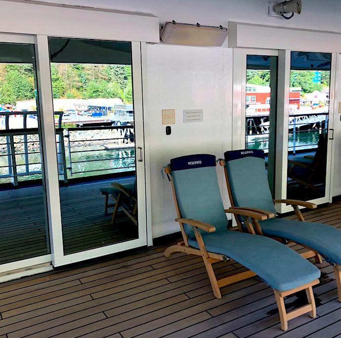 Deck3の客室利用者専用のベランダ&チェアーです