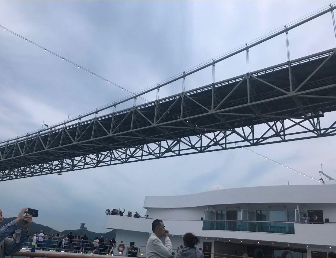 関門海峡はもちろん、船から見る海岸沿いの街の風景が素晴らしい地域です。